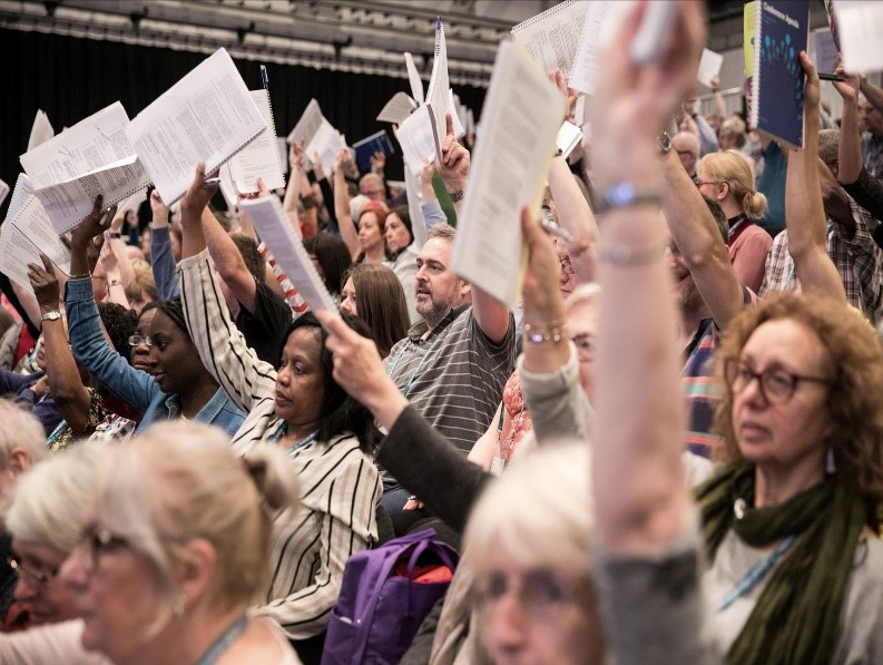 NEU-NUT members voting at Congress
